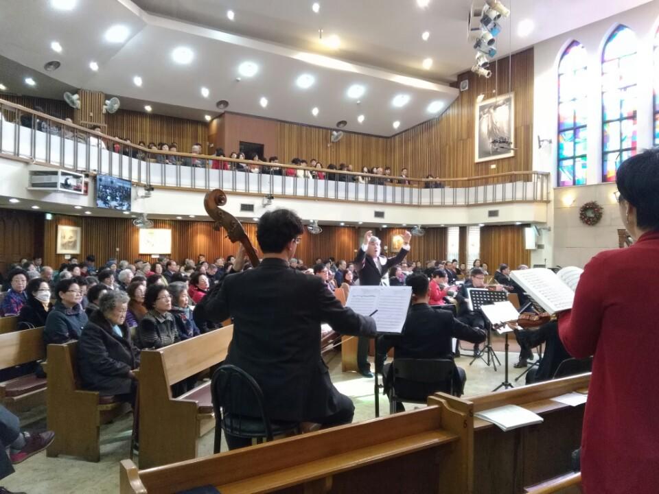 KakaoTalk_20161230_183829565이웃초청성탄축하음악예배.jpg