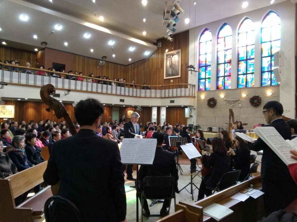 KakaoTalk_20161230_183652930이웃초청성탄축하음악예배.jpg